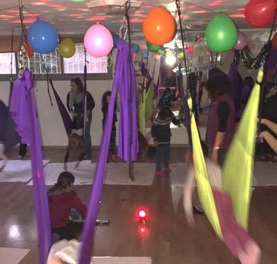 מסיבת יום הולדת יוגה באוויר