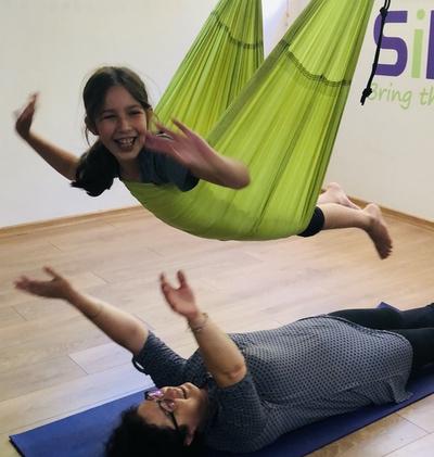 סדנת הורים וילדים יוגה באוויר